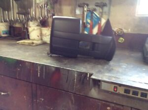 Trailer mirrors which extend fits 2011 F150 Ford truck