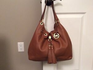 Authentic Michael Kors Purse (NEVER USED)