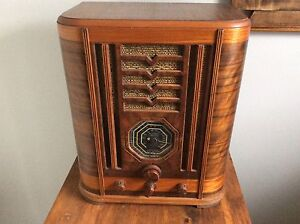 Beautiful antique tomb style radio