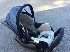 Maxi cosy air protect car capsule with pram adapters!!! Mount Nathan Gold Coast West Preview