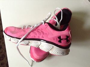 Under armour pink running, sport shoes good conditions