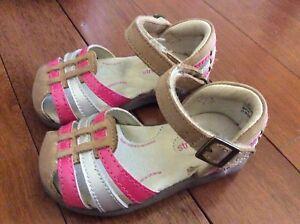 Sandales en cuir grandeur 5 et chaussures d'été grandeur 6