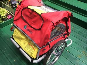 Bicycle trailer 2 places tel: 514 421 6989