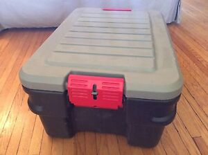 Rubbermaid Storage Tub & Lid