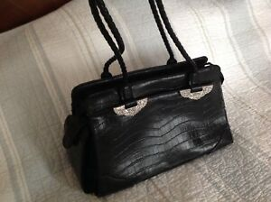 Purse by Nine West, Classic style, great condition