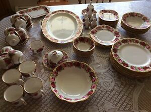 ROYAL ALBERT OLD ENGLISH ROSE, 74 PCS