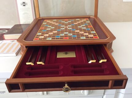 COLLECTORS  SCRABBLE FRANKLINMINT-GLASS COVER INCLUDEDREDUCED$200