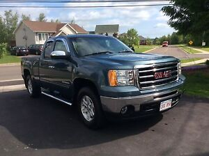 2013 GMC SIERRA 1500 4WD EXT CAB $27,900.LIKE NEW.    SOLD