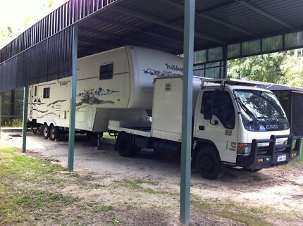 2004 Forest River 5th wheeler (tow vehicle included)