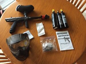 Paintball gun, mask and 3 Co2 tanks
