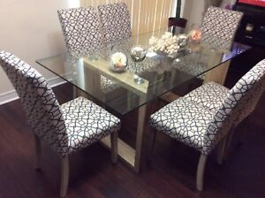 Me Dining Table