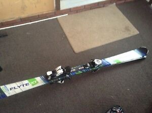 Tecnopro  Flyte XT 5' Skis and Boots