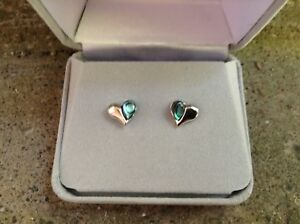 ONLINE AUCTION - Beautiful Pair of Earrings (new in box)