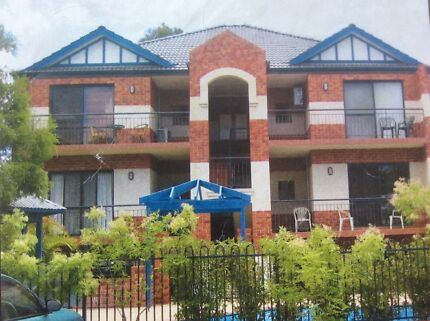 Room to rent in secure complex in Victoria Park