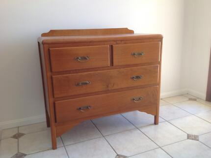 Timber dresser / drawers / dressing table