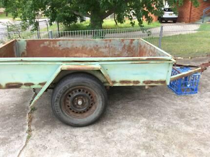 box trailer 7x4 no rego no plate has rusty sides and floor has vi