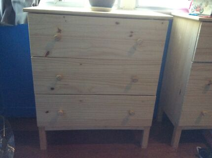 2x wooden chests of drawers