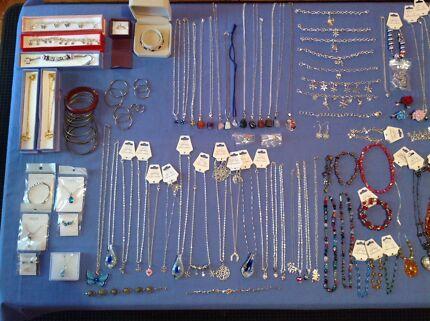 150 X new jewellery & accessories