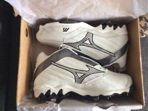 Mizuno 9Spike Mid Cleats size 14