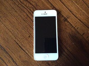 iPhone 5 White 16gb Westbourne Park Mitcham Area Preview