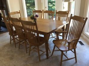 Oak Mennonite Harvest Table And 8 Chairs