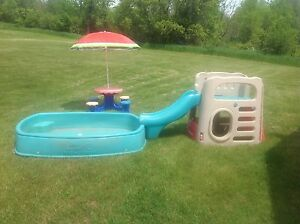 Step 2 Big Splash Center and Picnic Table with Umbrella
