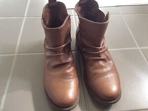 Ladies size 7 boots worn once Medowie Port Stephens Area Preview