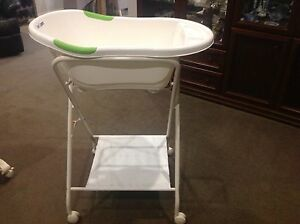 Love N Care Baby Bath with stand Mernda Whittlesea Area Preview
