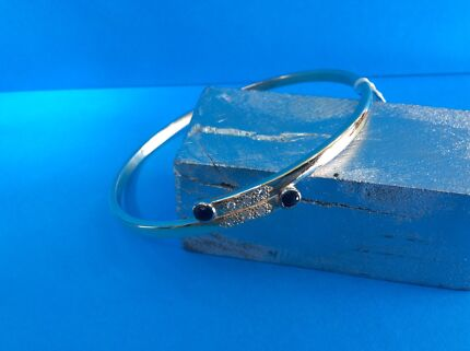 Solid Gold Bangle with Overlap Design