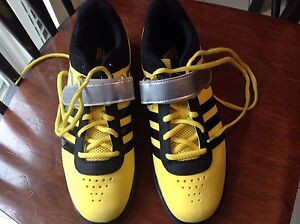 Mens shoes athletic- Adidas Powerlift   size 9 US mens