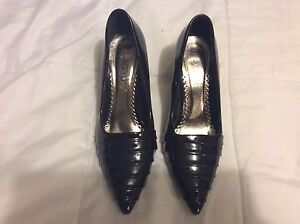 Women shoes,size 8( worn once)