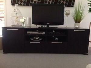 Modern TV entertainment unit with matching coffee table for Sale Scoresby Knox Area Preview