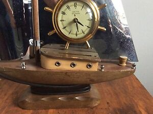 Selling this nice antique clock ship with lights up asking 35$