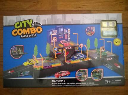 """Car Garage """"City Combo Police Officer"""" Brand New Sealed"""