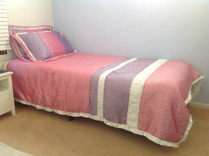 GIRLS 'BED QUILTS/PILLOW CASES' - 2 MATCHING SETS (6 items) Mango Hill Pine Rivers Area Preview