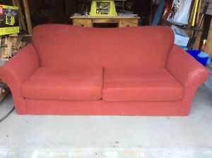 Red couche