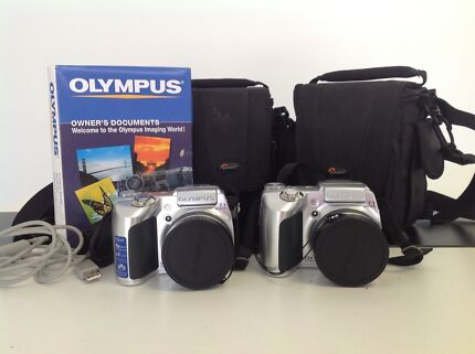 Olympus SP 510 uz Digital camera with case and memory cards
