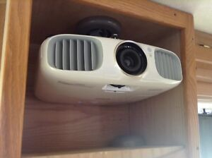 PowerLite Home Cinema Epson 3020e 3D - Projector with 4 glasses