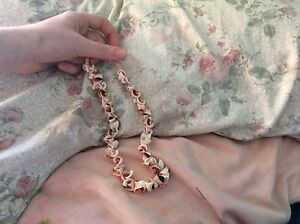 Rose shell necklace Tolland Wagga Wagga City Preview