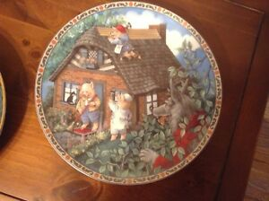 4 China collector plates