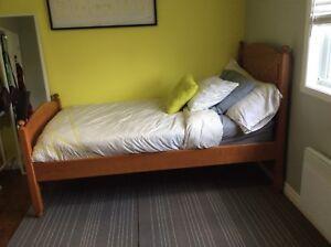 Set de chambre en bois véritable (érable ou merisier)  à vendre