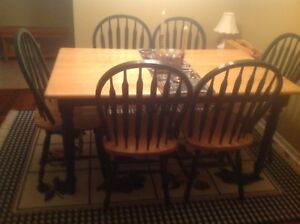 Dining table set with 6 chairs like new