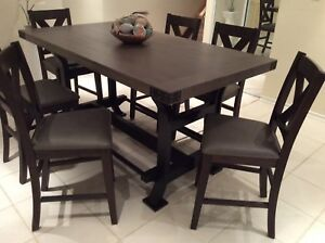 High counter table and 6 chairs  in excellent condition