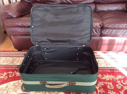 Reiona green medium suitcase