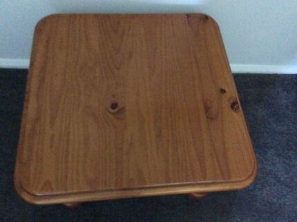 Coffee table/ side tables x2