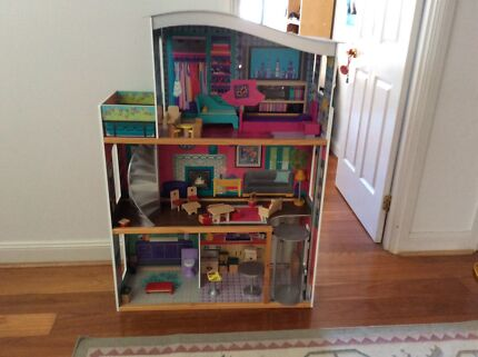 3 story doll house