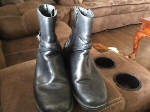 Ladies black leather Clarks booties size 8