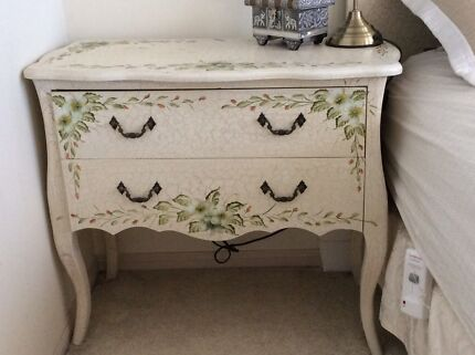 FRENCH PROVINCIAL COUNTRY BEDSIDE TABLE DRAWER CUPBOARD