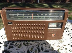 VINTAGE National Panasonic SUPER SENSITIVE TRANSISTOR RADIO