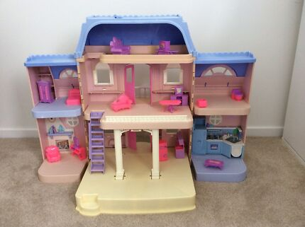 Doll House Fisher Price Loving Family
